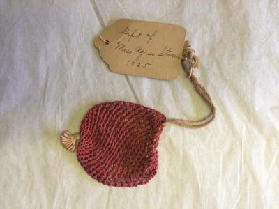 Purse (ladies' accessory)