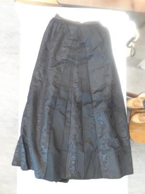 Skirt (garments)