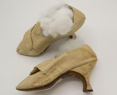Shoe (footwear)