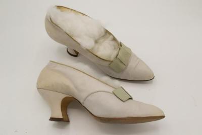 Pumps (shoes)